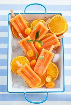 Picolés caseiros de laranja Sweet Recipes, Vegan Recipes, Ice Candy, Granita, Menu Dieta, Good Food, Yummy Food, Sorbets, Homemade Ice Cream