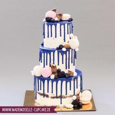 Blauer Drip - Mademoiselle Cupcake Mademoiselle Cupcake, Cupcakes, Birthday Cake, Desserts, Food, Cake Ideas, Dessert Ideas, Birthday Cake Toppers, Wedding Cakes