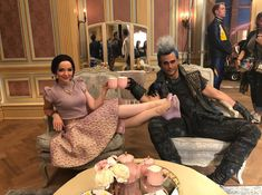 Mal and Hades - descendants 3 behind the scenes Descendants Characters, Disney Channel Movies, Disney Channel Descendants, Disney Descendants 3, Descendants Cast, Descendants Pictures, Disney Channel Stars, Disney Stars, Hades Disney
