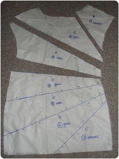 Was soll man tun, wenn man drei verschiedene Stoffe hat und von jedem nur 50cm in der Breite? Richtig - man kann kombinieren! Da die Lä...