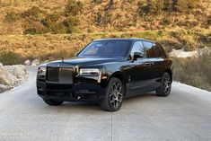 It's not just a blacked-out exterior design package. The Black Badge Cullinan offers more style and more substance. Voiture Rolls Royce, Rolls Royce Suv, Rolls Royce Black, Rolls Royce Wraith, Rolls Royce Phantom, Lamborghini, Ferrari F40, Bugatti, Subaru