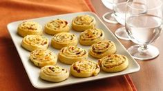 *******Bacon-Cheddar Pinwheels-Ranch dressing perks up a crowd-pleasing, cheesy crescent appetizer. Tapas, Bite Size Snacks, Easy Rolls, Roll Ups Recipes, Pinwheel Recipes, Food For A Crowd, Appetisers, Party Snacks, Creative Food