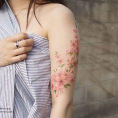 Tattoo frauen kleines schmetterling 45 Ideas for 2019 - tattoo ideas/tattoo motivation/piercings - Tatoo Ideen Irezumi Tattoos, Forearm Tattoos, Finger Tattoos, Body Art Tattoos, New Tattoos, Tatoos, Pink Tattoos, Tattoos Pics, Henna Tattoos