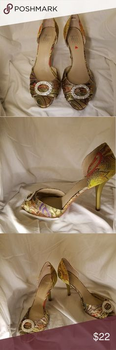 """PELLE MODA gorgeous tapestry heels Size 38 Gorgeous floral tapestry heels embellished with sparkly rhinestone on the vamp. Chartreuse, gold & warm shades of pink Excellent condition. 3.5"""" heels. Pelle Moda Shoes Heels"""