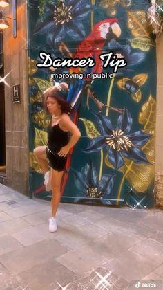 Ballet Dance Videos, Dance Tips, Dance Moves, Yoga Moves, Contemporary Dance Poses, Modern Dance, Elements Of Dance, Flexibility Dance, Gymnastics Videos