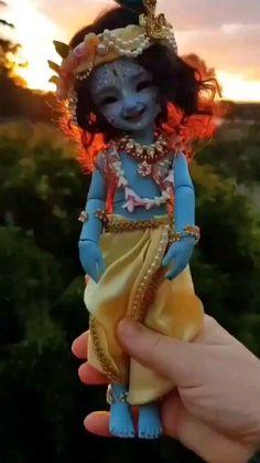 Krishna Gif, Radha Krishna Songs, Krishna Flute, Radha Krishna Love Quotes, Cute Krishna, Radha Krishna Photo, Krishna Video, Radhe Krishna, Lord Shiva Statue