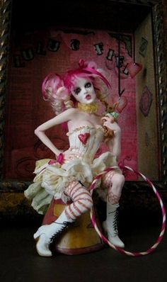 """Bohemian Circus ~wingdthing """" New sculpt for the week of One of a kind polymer clay fantasy sculpture by Nicole West. For all those Emilie Autumn fans. Hope you enjoy her. I'm thinking. Halloween Circus, Costume Halloween, Circus Clown, Maquillage Halloween Clown, Arte Punch, Circus Fashion, Pierrot Clown, Dark Circus, Send In The Clowns"""