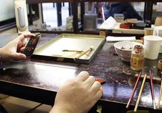 #Urushii #laquerware is traditionally painted with gold dust. In the early 17th century, the Maeda lords invited the famous craftsman Igarashi Doho from Kyoto to introduce his exquisite painting techniques to local artisans. Today, Maki-e is a process of painting with gold, silver, and mother-of-pearl on the surface of lacquerware. Kaga Maki-e was not developed as a local industry but as an art patronized by provincial lords. Therefore, it has never been mass-produced. #zenpuls #handmade