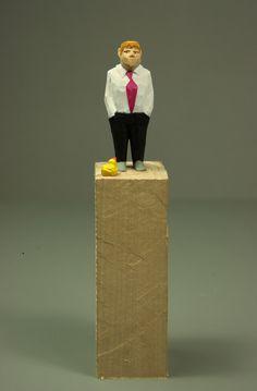 **Mann mit Ente** Eine mit dem Schnitzmesser geschnitzte Holzskulptur aus Lindenholz. Bemalt ist sie mit Acrylfarbe. Eine kleine Figur für zu Hause, ein Geschenk, eine Überraschung. Mit den...