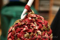 faire un tapis rond au crochet Plaid Crochet, Crochet Quilt, Knit Crochet, Crochet Patron, Crochet Patterns, Knitting, Afin, Patience, Spaghetti