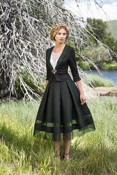 Mothwurf Store München - Trachtenbibel - New Ideas Drindl Dress, Diy Dress, Work Fashion, Cute Fashion, Fashion Design, Medieval Dress Pattern, Couture, Summer Work Outfits, Fantasy Dress