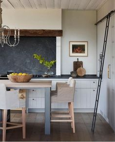 Seen this kitchen this week and it gets 1 million times better every time I see it. Kitchen Interior, New Kitchen, Kitchen Dining, Kitchen Decor, Eclectic Kitchen, Kitchen Ideas, Cottage Kitchens, Home Kitchens, Home Staging