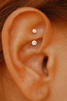 & Simple Ear Piercing Ideas - Swarovski Rook Earring - Daith Piercing Jewelry - Gold Curved Barbell at Piercing No Lóbulo, Daith Piercing Schmuck, Piercing Implant, Tattoo Und Piercing, Spiderbite Piercings, Pretty Ear Piercings, Ear Peircings, Smiley Piercing, Unique Piercings