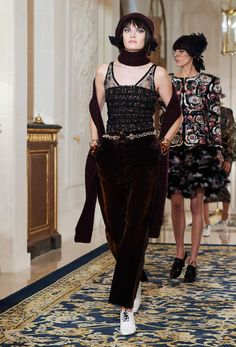 The Métiers d'Art 2016/17 Ready-to-wear show on the CHANEL official website
