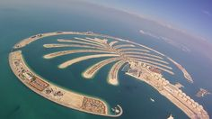 ILHAS ARTIFICIAIS DE DUBAI (PALM ISLANDS) O arquipélago artificial Palm Islands tem grandes estruturas comerciais e residenciais. As três ilhas possuem mais de cem hotéis de luxo, um residencial exclusivo de praia ao lado de vilas e apartamentos, marinas, parques de diversão, restaurantes.