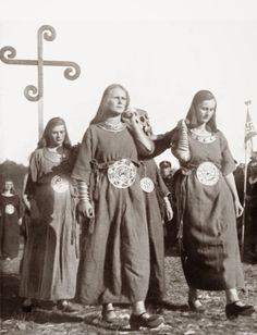 The reason why the ancient world was so pure, light and serene was that it knew nothing of the two great scourges: the pox and Christianity - Adolf Hitler 1941 German Girls, German Women, Raza Aria, Thule Society, Ww2 Propaganda Posters, Germany Ww2, Templer, Asatru, The Third Reich