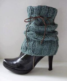 Tina's handicraft : 17 designs for leggings Crochet Boot Cuffs, Crochet Leg Warmers, Crochet Boots, Crochet Slippers, Knit Crochet, Botas Boho, Boho Boots, How To Purl Knit, High Heel Boots