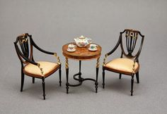 Boa Sam Showcase de Miniaturas: Lovely miniature small table and chairs, in 1/12 scale