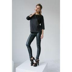 Skinny pants #allblackeverything