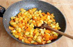 Zucca e patate in padella è un contorno gustoso e molto facile da preparare. Zucca e patate si accompagnano facilmente ad ogni tipo di portata, carni sia r