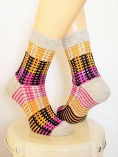 Ravelry: Pippi Slipped Stripe Socks pattern by KnitJoyz