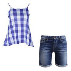 """Pin for Later: 13 coole Outfit-Alternativen zum Dirndl Look 13: Ein kariertes Top und Jeans-Shorts Boohoo """"Emily"""" Top mit Gingham-Druck (ursprünglich 15 €, jetzt 9 €) Pepe Jeans """"Poppy"""" Denim-Shorts (ursprünglich 70 €, jetzt 49 €)"""