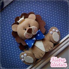 Quadro de Maternidade Leãozinho Gingerbread Cookies, Teddy Bear, Toys, Hand Stitching, Holy Spirit, Door Hangings, Charms, Frames, Toddler Girls