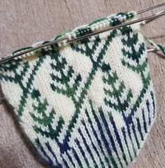 Free Knitting Pattern for Patchwork Baby Blanket Fair Isle Knitting, Knitting Socks, Knitted Hats, Free Knitting, Patchwork Baby, Bitty Baby, Baby Booties, Mittens, Diy And Crafts