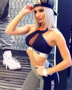 Огромный выбор топов на любой вкус: короткие длинные с рукавами на лямочках... перечислять можно до бесконечности! Переходи по активной ссылке в профиле и выбирай свой идеальный топ! #instayoga #модно #тренировка #bikiniprogram #sportday #спортивныедевушки #степаэробика #минибикини #лосиныдляфитнеса #ttfy #ttfyofficial