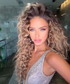 I'm spending Vday weekend with my gals, What bout you? Ombré Hair, Big Hair, Hair Dos, Hot Hair Styles, Curly Hair Styles, Natural Hair Styles, Highlights Curly Hair, Balayage Hair, Permed Hairstyles