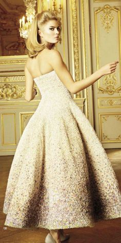 Christian Dior. Beautiful and I love her hair! #josephine#vogel
