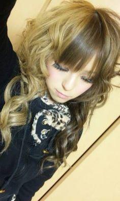 Cute Gyaru hair!