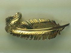 Gold tone leaf vintage pin brooch