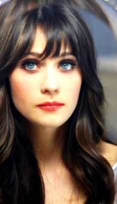 I do believe this is Zooey Deschanel, one of the greatest actresses ever. If not, it's still a beautiful picture. Pretty People, Beautiful People, Beautiful Eyes, Beautiful Voice, Hello Beautiful, Beauty And Fashion, Her Hair, Hair Bangs, Wavy Hair