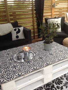 Diy Garden Furniture, Diy Garden Decor, Pallet Furniture, Küchen Design, House Design, Mesa Sofa, Tile Tables, Outdoor Living, Sweet Home