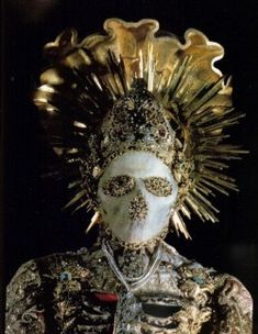 reliquary with the remains of St. Giustina, Church of Saints Cosmas and Damian, Gutenzell (photo by Folco Quilici in FMR magazine, Memento Mori, Ideas Principales, La Danse Macabre, Cultures Du Monde, Skulls And Roses, Vanitas, Religious Art, Drag, Creepy