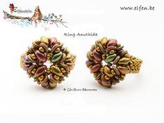 Seed bead jewelry Elfenatelier - superduo ring ~ Seed Bead Tutorials Discovred by : Linda Linebaugh Seed Bead Jewelry, Seed Beads, Beaded Jewelry, Jewelry Patterns, Beading Patterns, Super Duo Beads, Twin Beads, Beaded Rings, Beading Tutorials