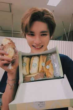 I love how he's so happy with food Lee Taeyong, Winwin, Boyfriend Material, Jaehyun, Nct Dream, K Idols, Nct 127, Shinee, Ulzzang