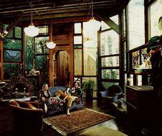 Interior de uma casa de madeira.  Fotografia: frommoontomoon.blogspot.com