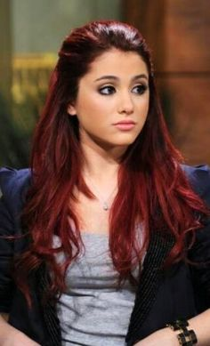 Ariana Grande, love her red hair