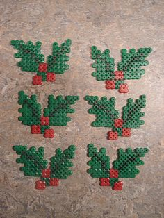 kristtjørn i hama perler Perler Bead Designs, Perler Bead Templates, Hama Beads Design, Diy Perler Beads, Perler Bead Art, Pearler Bead Patterns, Perler Patterns, Quilt Patterns, Christmas Perler Beads