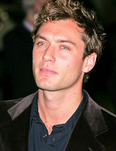 I love this actor. Helps that he's hot too... and that accent gives him 2 extra cool points.