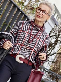 fashion trends for women over for women over 50 style, Over 60 Fashion, Over 50 Womens Fashion, Fashion Over 50, Fashion Fashion, Stylish Older Women, Older Women Fashion, Mode Outfits, Fashion Outfits, Fashion Trends