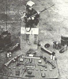 A British soldier in Northern Ireland displays a selection of weapons British Soldier, British Army, British Royals, Northern Ireland Troubles, Images Of Ireland, Historical Pictures, Belfast, Weapons, 1970s