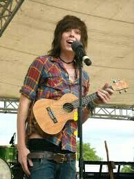 CHRISTOFER MEANS EVERYTHING TO ME<3 HIM AND HIS MUSIC HAS HELPED ME THROUGH LIFE<3