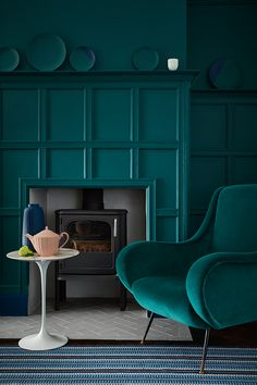 De verfkleuren Mid Azure Green 96, Royal Navy 257 van LITTLE GREENE. www.littlegreene.nl | verf | paint | matte verf | interieur | interior | wonen | living | styling | muurdecoratie | wall decoration | woonkamer | living room |