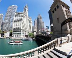 Chicago RiverWalk Scenic Tour