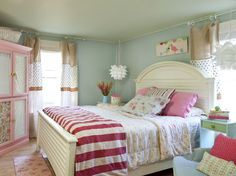LOVE this girl's room.  Colors are gorgeous.  Have right floral bedding but pretty sure Abbie wants to go back to the blue/yellow toile (also gorgeous).