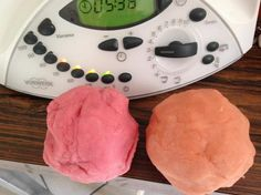 Recipe PATE A MODELER NON TOXIQUE by enirac, learn to make this recipe easily in your kitchen machine and discover other Thermomix recipes in Desserts & Confiseries. Slime, Diy For Kids, Crafts For Kids, Thermomix Desserts, Plasticine, Cooking Chef, Baby Games, Hacks Diy, Gum Paste