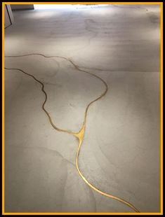 Connectedness - Kintsugi - japanese appreciation of imperfection by making repairs with gold - sophisticated diy - colour of molten keys (brass) If our concrete floor cracks, we're doing this to it! It's concrete with liquid gold to fill the cracks! Kintsugi, Interior Architecture, Interior And Exterior, Cosy Interior, Home Decoracion, Sweet Home, Tadelakt, Stained Concrete, Painted Concrete Floors